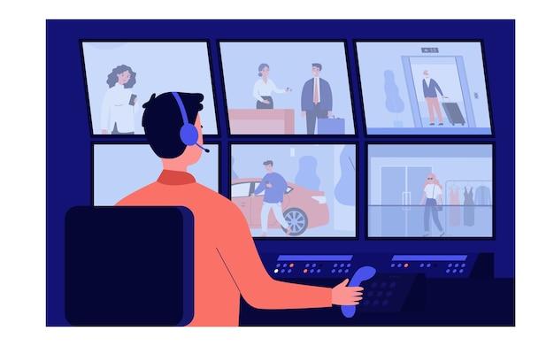 Pracownik służby bezpieczeństwa siedzi w ciemnym pokoju kontrolnym ilustracji. postać z kreskówki strażnik oglądający monitory z wideo z kamer monitorujących. cctv i koncepcja systemu komputerowego