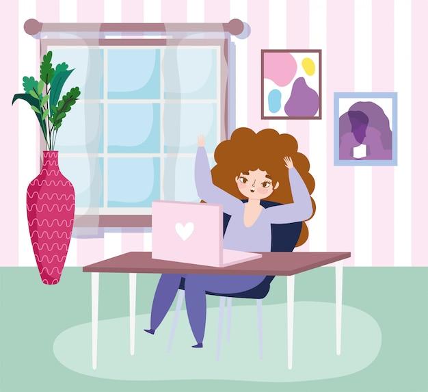 Pracująca zdalnie, młoda kobieta z laptopem na biurku w oknie pokoju roślin