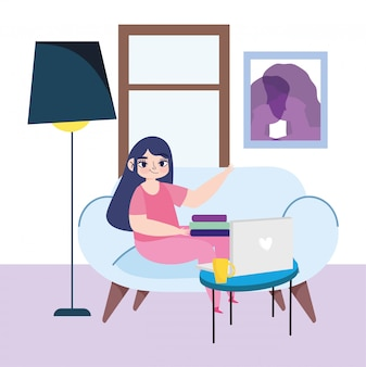 Pracująca zdalnie, młoda kobieta z laptopem rezerwuje na kanapie