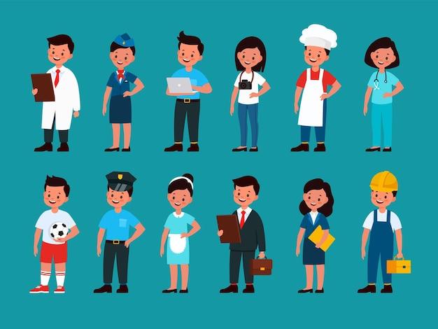 Profesjonaliści dla dzieci. dzieci piłka nożna lub piłkarz, budowniczy i policjant, stewardessa i kelner, szef kuchni i lekarz, programista i fotograf, mężczyzna i kobieta w jednolitym wektorze płaski zestaw kreskówek