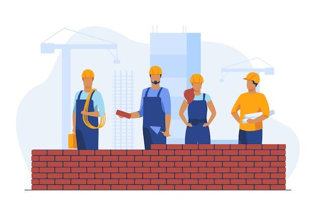 Profesjonalni budowniczowie wykonujący mur z cegły. witryny, kask, ilustracja wektorowa płaski konstruktor. budowa i inżynieria