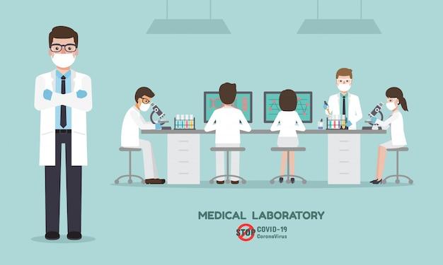 Profesor, doktor, naukowiec i technik naukowy wykonujący badania i analizy szczepionki przeciwko koronawirusowi, covid-19 w laboratorium nauk medycznych.