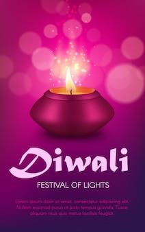 Projekt indyjskiej lampy diya z festiwalu światła religii hinduskiej diwali lub deepavali. lampa naftowa lub latarnia świecowa z różowej gliny z płonącym płomieniem ognia i złotymi iskierkami, świąteczne powitanie