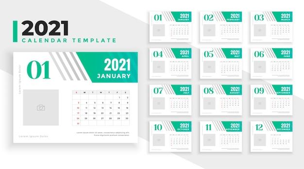 Projekt kalendarza nowy rok 2021 w kolorze zielonym turkusowym