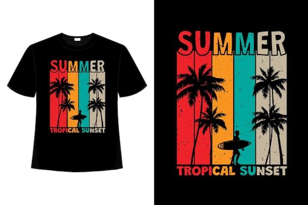 Projekt koszulki letniej tropikalnej surfowania o zachodzie słońca w stylu retro