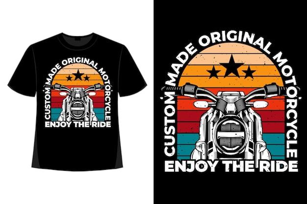 Projekt koszulki motocykla cieszy się jazdą w stylu typografii retro vintage ilustracji