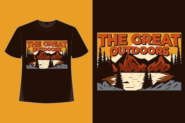 Projekt koszulki natury wspaniałej na zewnątrz górskiej przygody ręcznie rysowane stylu vintage ilustracji