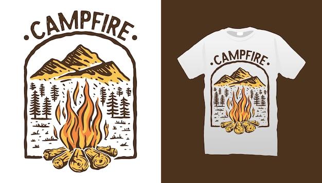 Projekt koszulki przy ognisku