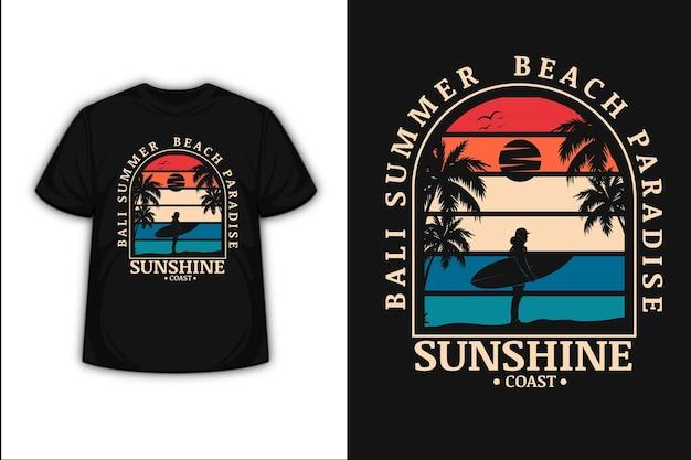 Projekt koszulki z balijskim letnim plażowym rajem słonecznym wybrzeżem w kolorze pomarańczowo-kremowym i niebieskim