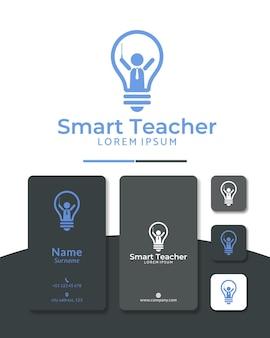 Projekt logo nauczyciela żarówki inteligentny mentor