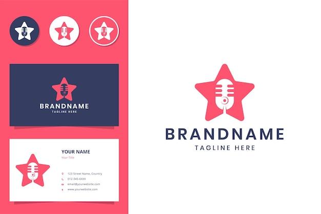 Projekt logo negatywnej przestrzeni gwiazdy podcastu
