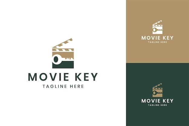 Projekt logo negatywnej przestrzeni klucza filmowego