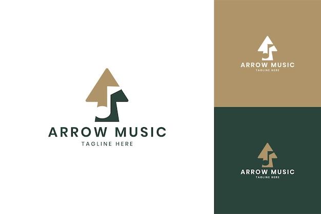 Projekt logo negatywnej przestrzeni muzycznej strzałki