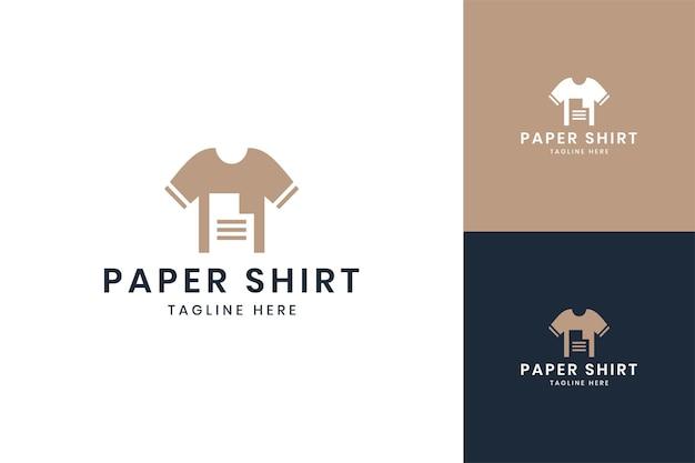 Projekt logo negatywnej przestrzeni papierowej koszuli