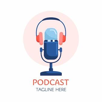 Projekt logo podcastu lub radia za pomocą ikony mikrofonu i słuchawek