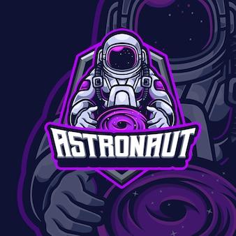 Projekt logo premium gry e-sportowej maskotki astronauty