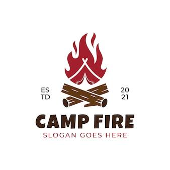 Projekt logo w stylu retro z płomieniem ogniska bonfire camp