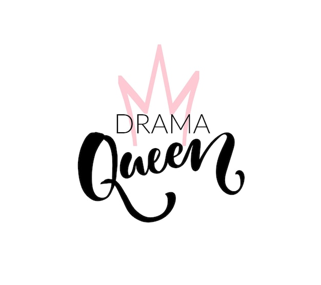 Projekt nadruku koszulki królowej dramatu. wektor pędzla napis i ręcznie rysowane korony. czarne i różowe kolory na białym tle.