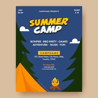 Projekt plakatu obóz letni z ogniskiem, namiotem i drzewem na niebieskim tle.