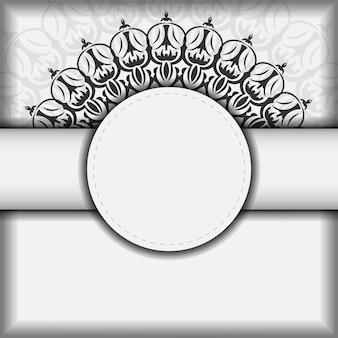 Projekt pocztówki gotowy do druku białe kolory z mandalami. wektor szablon karty zaproszenie z miejscem na twój tekst i ornament vintage.