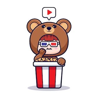Projekt ślicznej dziewczyny w kostiumie niedźwiedzia jedzącego popcorn i oglądającego film
