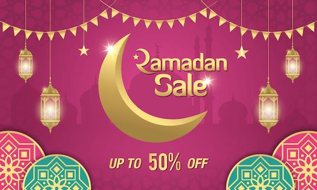 Projekt transparentu sprzedaży ramadan ze złotym półksiężycem, arabskimi lampionami i islamskim ornamentem na fioletowo