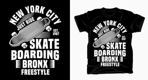 Projekt typografii na deskorolce w nowym jorku na koszulkę