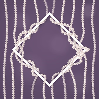 Projekt z perłowymi sznurkami i białą ramą