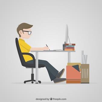 Projektant pracuje na swoim komputerze