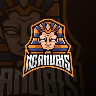 Projektowanie logo e-sportu głowy anubisa. projekt logo z widokiem z przodu