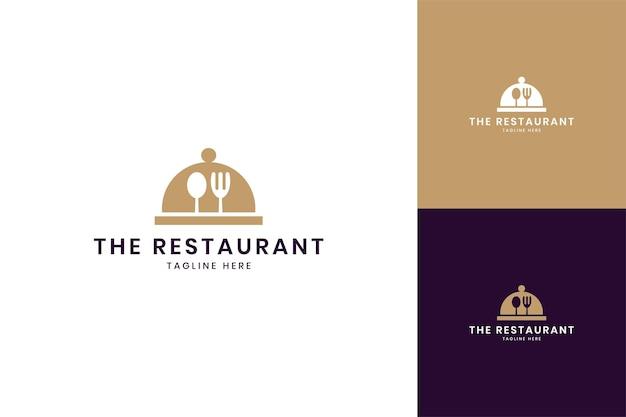 Projektowanie logo negatywnej przestrzeni kuchni żywności