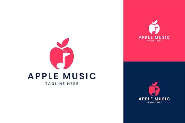 Projektowanie logo negatywnej przestrzeni muzycznej apple