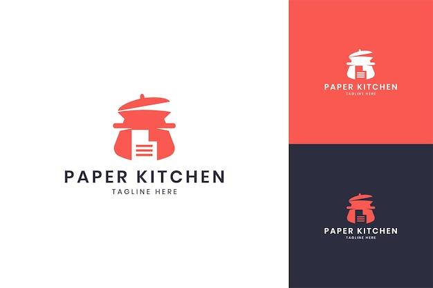 Projektowanie logo negatywnej przestrzeni papierowej kuchni