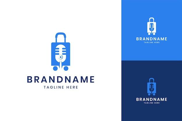 Projektowanie logo negatywnej przestrzeni podcastów z podróży