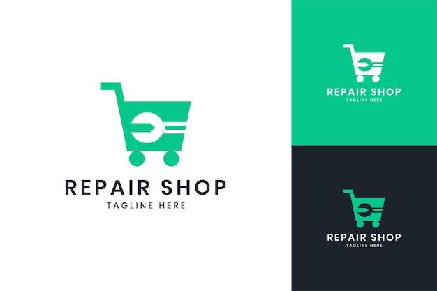 Projektowanie logo negatywnej przestrzeni sklepu z kluczami