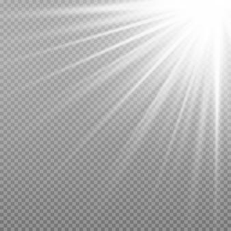Promienie słoneczne z belkami na przezroczystym tle. efekt świetlny flary obiektywu