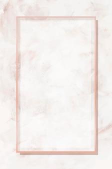 Prostokątna ramka w kolorze różowego złota na beżowym marmurowym tle wektora