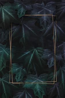 Prostokątna złota rama na ręcznie rysowane fioletowo zielony liść klonu wzorzyste tło wektor