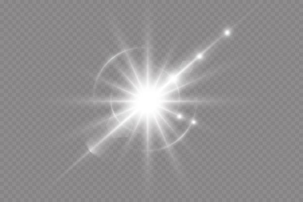 Przejrzyste jasne słońce, jasny błysk. specjalny efekt świetlny olśnienia.