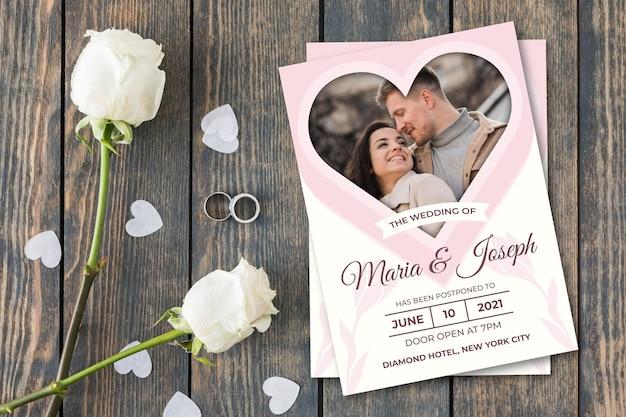 Przełożony styl karty ślubu