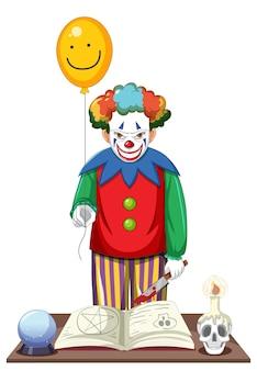 Przerażający klaun trzymający balon na białym tle