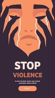 Przestraszona przerażona dziewczyna płacze zatrzymać przemoc i agresję wobec kobiet portret pionowy baner ilustracja wektorowa przestrzeni