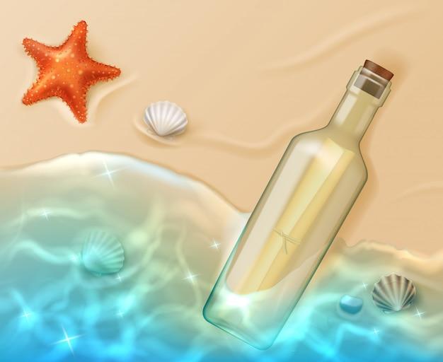 Przewiń w szklanej butelce z korkiem na plaży