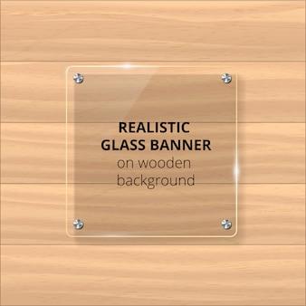 Przezroczysta szklana płytka. żółte drewniane tła. element dekoracyjny. plastikowy błyszczący panel z refleksją, cieniem.