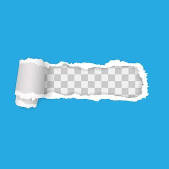 Przezroczysty rozdarty papier na niebieskim tle