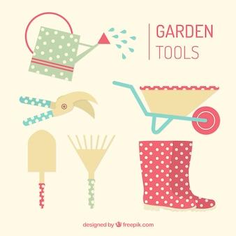Przydatne narzędzia ogrodnicze i słodkie