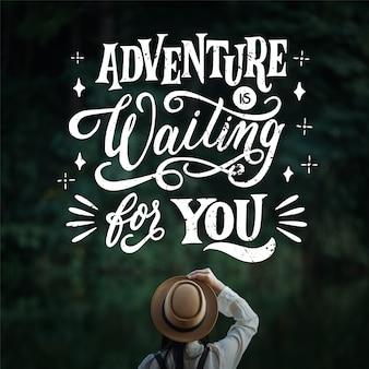 Przygoda czeka na ciebie w podróży napis