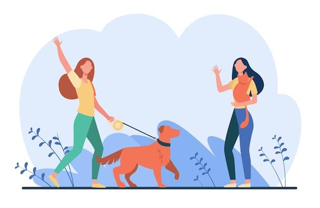Przyjaciel spaceruje ze zwierzętami, spotyka się i macha na powitanie. kobiety z psem i kotem poza płaską ilustracją.
