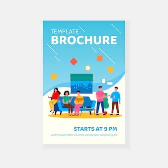 Przyjaciele korzystających z imprezy studenckiej w szablonie broszury mieszkania