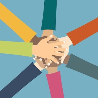 Przyjaciele pokazujący jedność i pracę zespołową